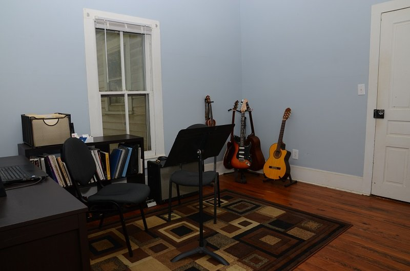 guitar lessons teaching studio near me
